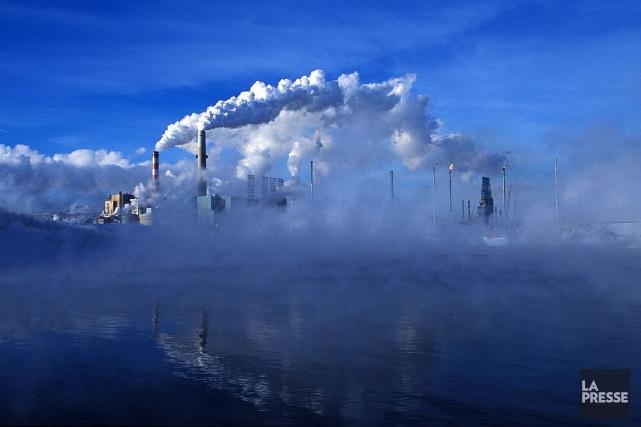 Une usine produisant du pétrole en Alberta, à... (Archives, La Presse)