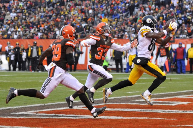 Le receveur Antonio Brown a capté 13 passes de... (Associated Press)