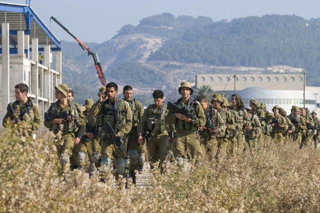 Des soldats israéliens patrouillent à la frontière israélo-libanaise,... (PHOTO JACK GUEZ, ARCHIVES AFP)