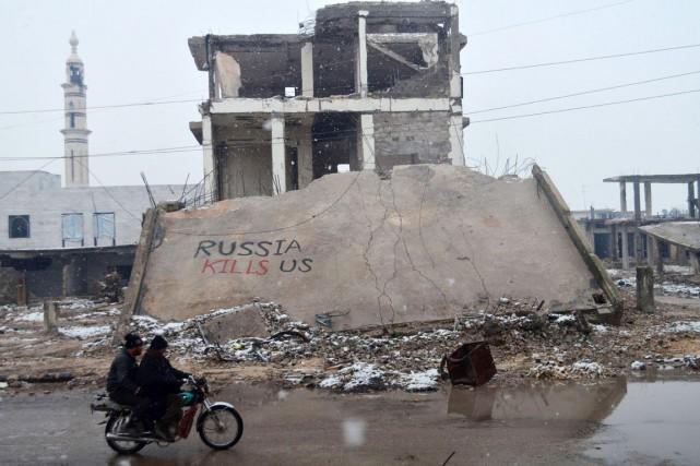 En septembre, les bombardiers russes ont fait une... (PHOTOMAHMOUD TAHA, AFP)