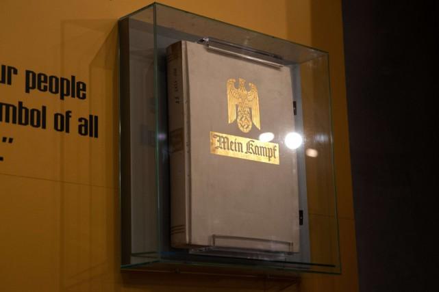 Les droits d'auteur de Mein Kampf sont tombés vendredi dans le domaine... (PHOTO AFP)