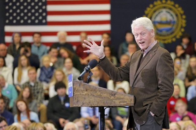 L'ex-président Bill Clinton a pris la parole lundi... (PHOTO BRIAN SNYDER, REUTERS)