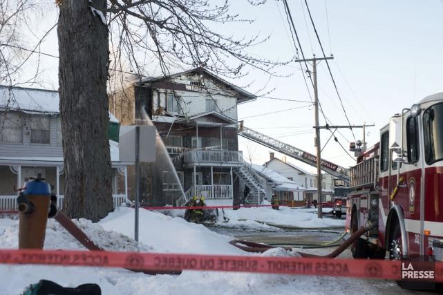 Un incendie a ravagé un immeuble à logements... (Stéphane Lessard)