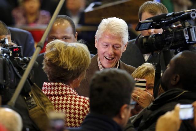 Bill Clinton afait campagneà Nashua, dans le New... (AP, Jim Cole)