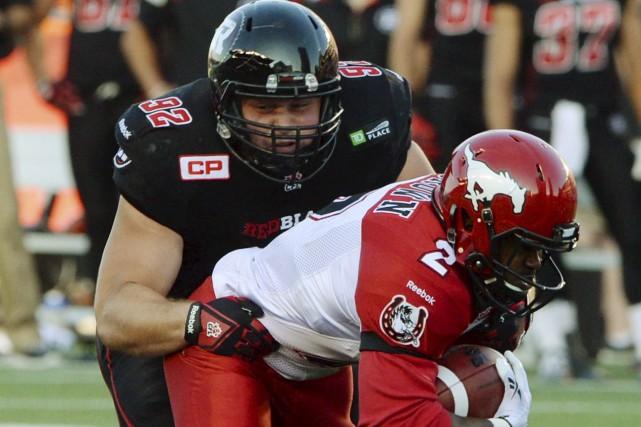 Le Rouge et Noir d'Ottawa a conservé un morceau important de sa ligne défensive... (Archives La Presse Canadienne)