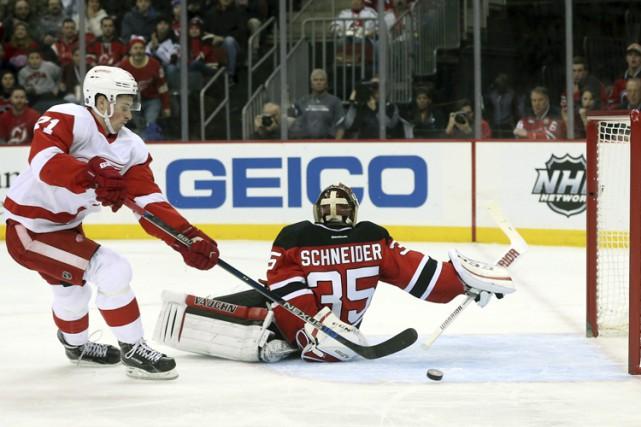 Dylan Larkin a marqué en échappée, Petr Mrazek a réalisé 22 arrêts et les Red... (PHOTO AP)