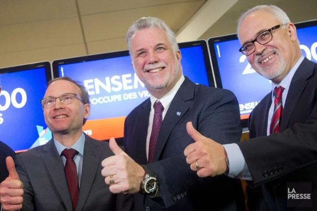Les ministres Martin Coiteux et Carlos Leitao en... (Archives, La Presse)