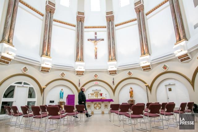 L'aumônier Stéphane Roy dans la chapelle rénovée de... (PHOTO MARTIN TREMBLAY, LA PRESSE)