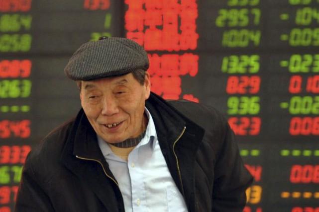 Les Bourses de Shanghai et Shenzhen avaient plongé... (Photo AFP)