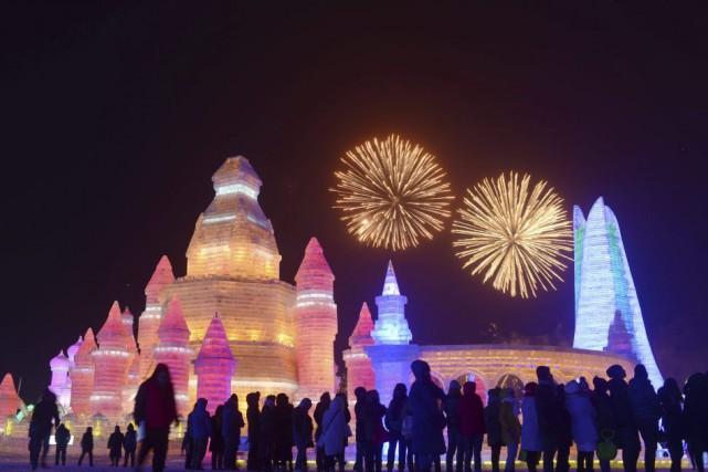 Cette fête annuelle des sculptures de glace et... (PHOTO WANG ZHAO, AFP)