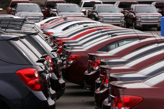 Le secteur des véhicules automobiles et de leurs... (Photo archives AP)
