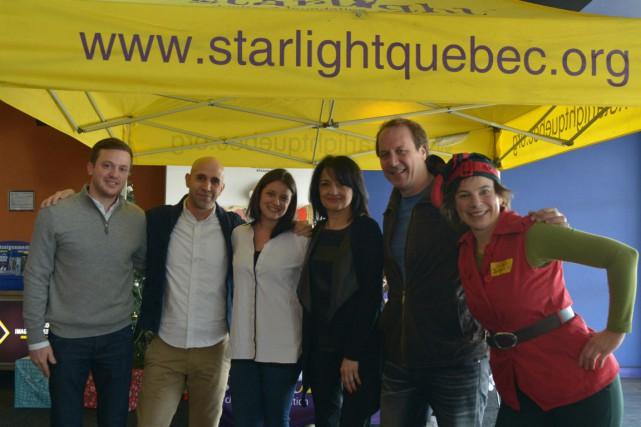 Brian Bringolf (deuxième à droite) avec des membres...