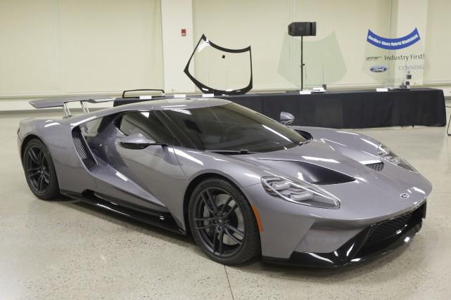 Le pare-brise de la Ford GT pèsera 5,4... (Photo Carlos Osorio, AP)