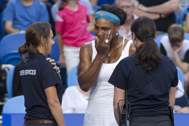 Serena Williams émotive lors de son forfait.... (Photo Tony ASHBY, AFP)