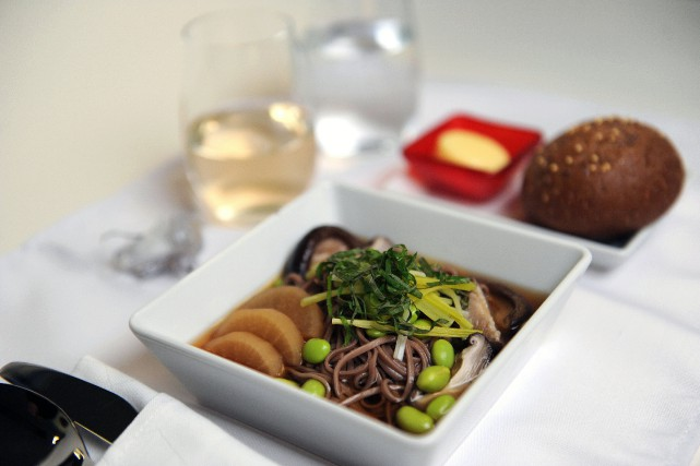 Les nouilles soba au poulet servies par la... (PHOTO FOURNIE PAR VIRGIN AMERICA)