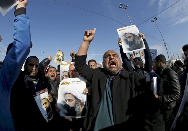 Des manifestants chiites, à Bagdad, manifestent contre l'exécution... (PHOTO THAIER AL-SUDANI, REUTERS)