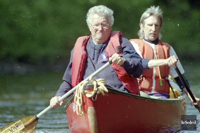 Le maire L'Allier en canot sur la rivière... (Photothèque Le Soleil, Patrice Laroche)