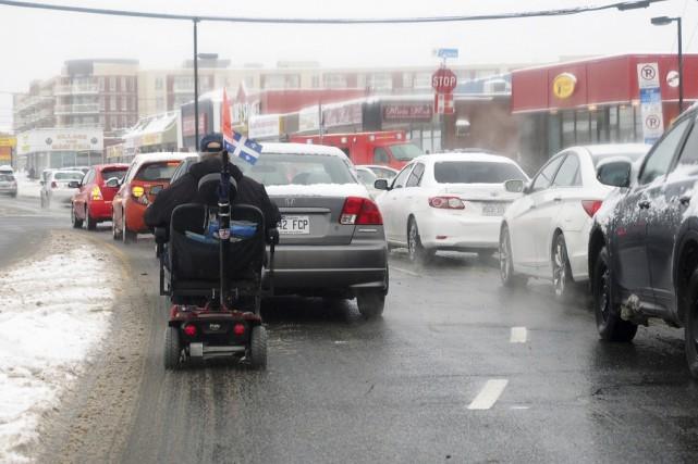 Certaines personnes qui se déplacent avec un triporteur... (photo Alain Dion)