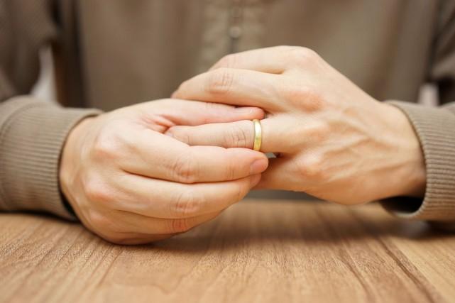 Divorcer coûte aussi cher que de se marier depuis le premier janvier dernier. (123RF)
