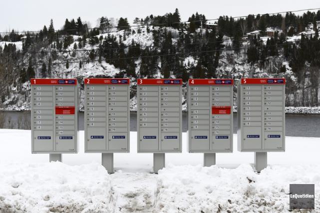 Certaines boîtes postales installées par Postes Canada en... (Photo Le Quotidien, Jeannot Lévesque)