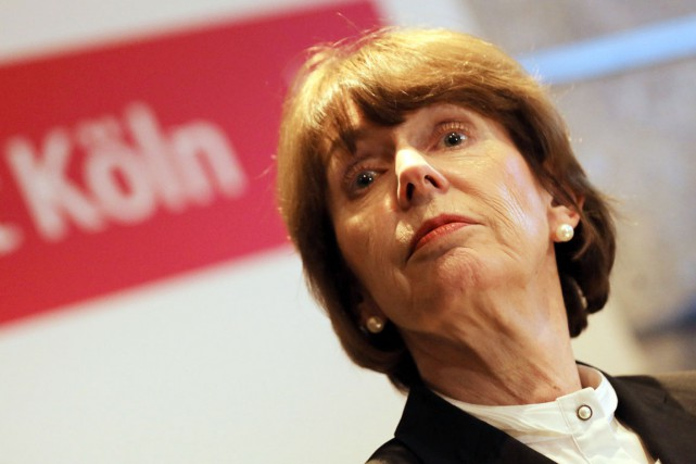 Henriette Reker, mairesse sans étiquette de la métropole... (PHOTO OLIVER BERG, DPA/AFP)