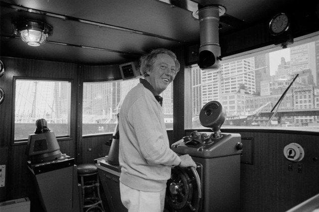 Robert Stigwood photographié à bord de son yacht... (PHOTO ARCHIVES AP)