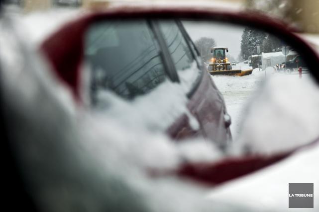 Les automobilistes qui conduisent des igloos mobiles, avec des pneus d'été, de... (Archives La Tribune)