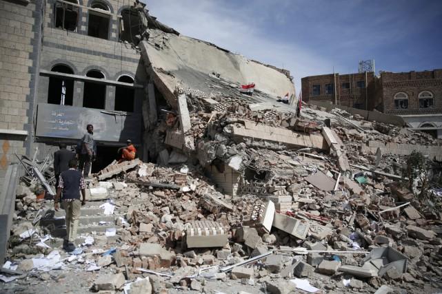 Près de 6000 personnes, dont 2795 civils, ont... (Photo Hani Mohammed, AP)