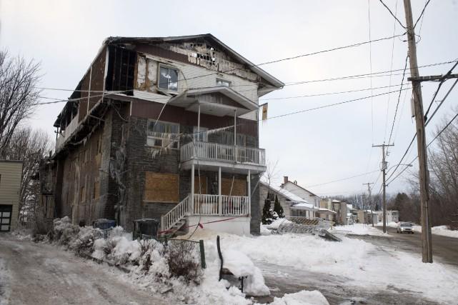 L'immeuble incendié à Louiseville lundi après-midi semble une... (Stéphane Lessard)