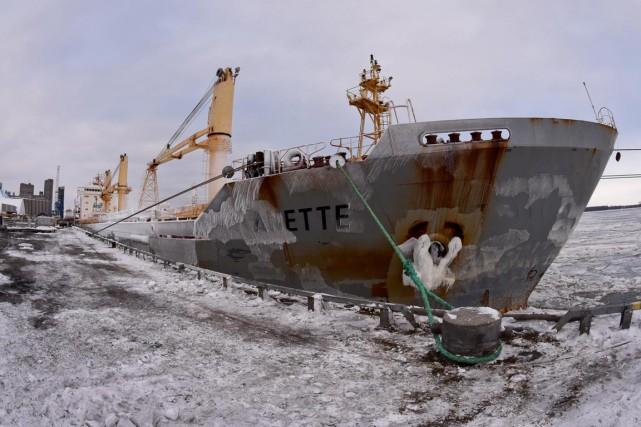 Le port de Trois-Rivières a accueilli mercredi son premier bateau de l'année... (François Gervais)