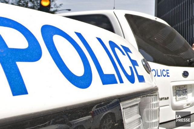 Deux policiers ont été blessés après avoir été agressés par un automobiliste... (PHOTO PATRICK SANFAÇON, ARCHIVES LA PRESSE)