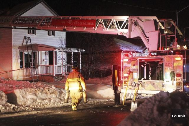Les flammes sont venues brimer la quiétude des résidents du quartier... (Etienne Ranger, LeDroit)