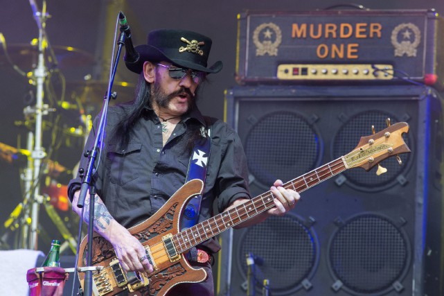 Les funérailles du leader de Motörhead Kemmy Kilmister... (PHOTO JIM ROSS, ARCHIVES INVISION/ASSOCIATED PRESS)