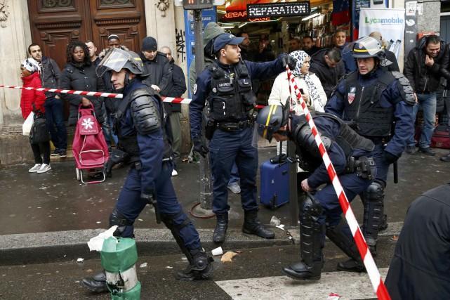 L'attaque est survenue dans le quartier populaire et... (PHOTO BENOIT TESSIER, REUTERS)