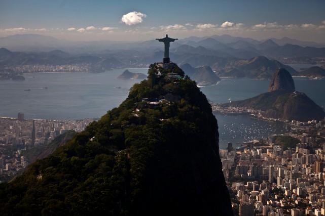 Le Christ rédempteur fait partie des décors époustouflants,... (Photo Dado Galdieri, Archives Bloomberg)