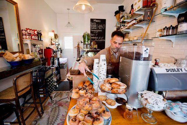 Le café Dudley & Dudley vient d'ouvrir ses... (PHOTO ALAIN ROBERGE, LA PRESSE)