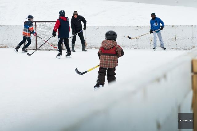 La Ville de Sherbrooke ouvre 16 de ses patinoires jeudi et compte ouvrir les... (Archives La Tribune)