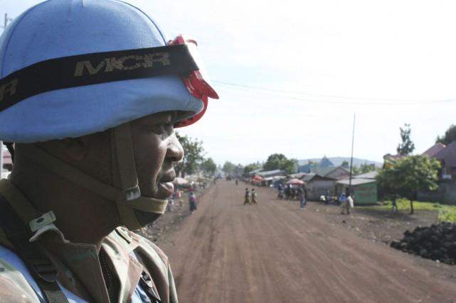 Un Casque bleu sud-africain patrouille à Goma, le... (PHOTO ED CROPLEY, ARCHIVES REUTERS)