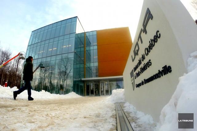 Sans tambour ni trompette, le campus universitaire drummondvillois a ouvert ses... (La Tribune Yanick Poisson)