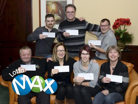 Sept des dix gagnants d'un des Maxmillions du... (Photo fournie)