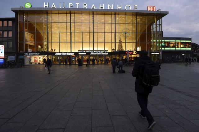Des femmes sorties célébrer l'arrivée du Nouvel An à Cologne, dans l'ouest de... (Agence France-Presse)