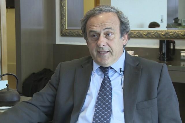 Michel Platini abandonne sa quête pour devenir le... (Associated Press)