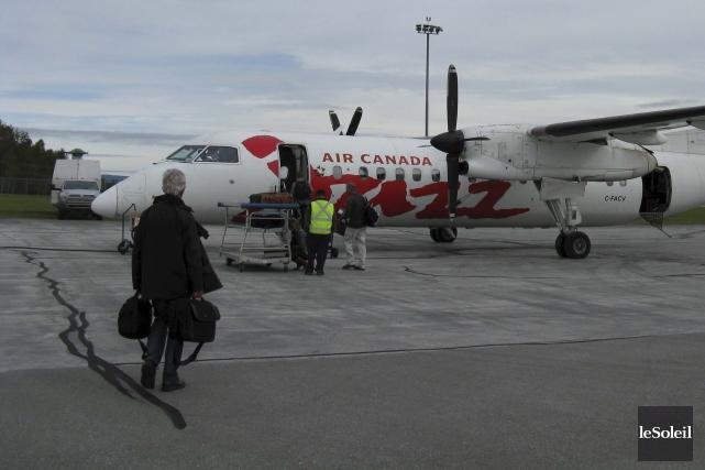 Les deux arrivées quotidiennes d'Air Canada, de jour,... (Photothèque Le Soleil, Geneviève Gélinas)