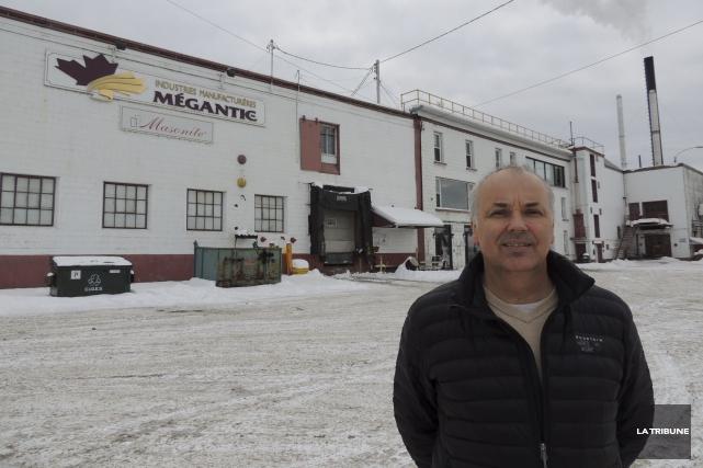 Le directeur d'usine de la Corporation internationale Masonite,... (La Tribune, Ronald Martel)