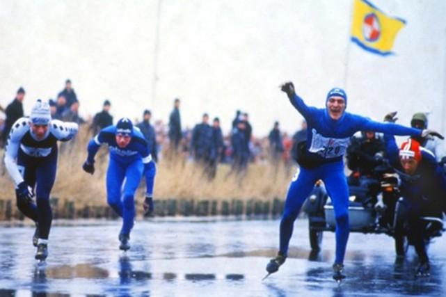 En 1985, l'Elfstedentocht a fait son retour sur... (PHOTO ARCHIVES, DE COOLSTE BAAN VAN NEDERLAND)
