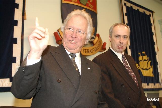 Jean-Paul L'Allier en compagnie de l'ex-conseiller municipalJacques Jobin... (Photothèque Le Soleil)