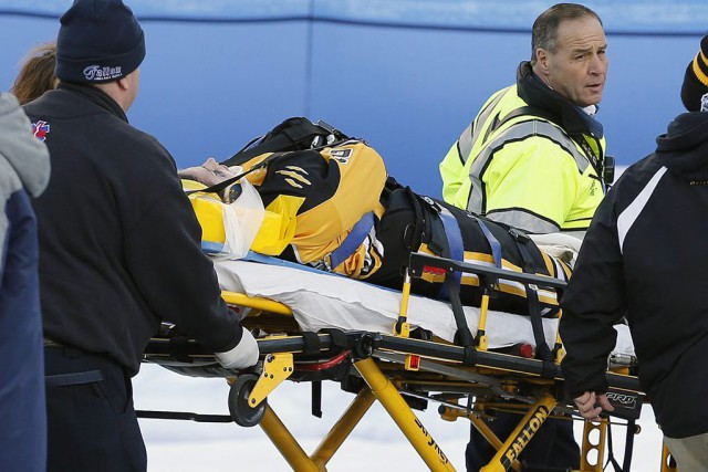 Denna Lainga subi une grave blessure à la... (Photo Michael Dwyer, AP)