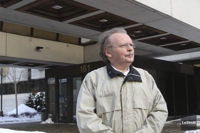 James Turner devant le palais de justice d'Ottawa... (Patrick Woodbury, LeDroit)