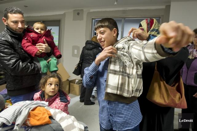 Une famille de réfugiés syriens, lors d'une réception... (Martin Roy, LeDroit)
