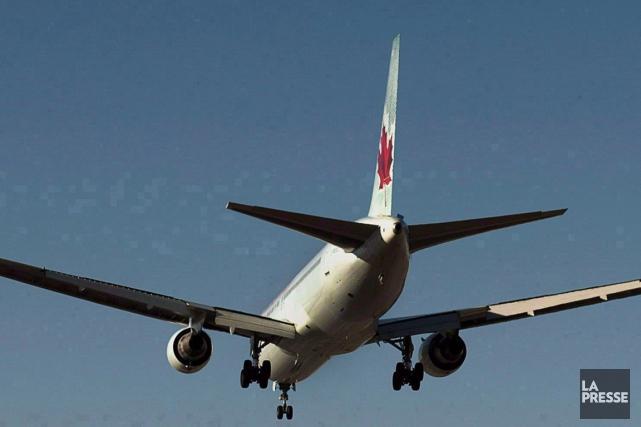 Un avion d'Air Canada a effectué un atterrissage d'urgence à l'aéroport... (Photo Andrew Vaughan, archives PC)